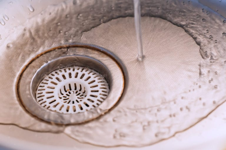 icosawater water running down plug