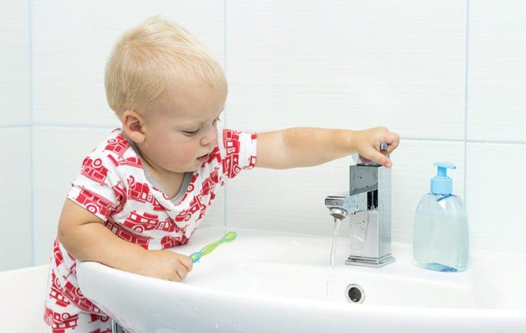 icosawater boy brushing teeth